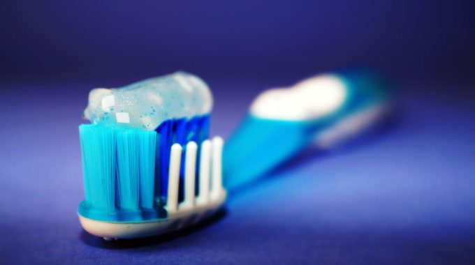 Toothbrush And Toothpaste Helps Prevent Bad Breath